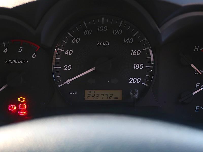 Toyota Vigo 2.5E 4Dr 2015 full