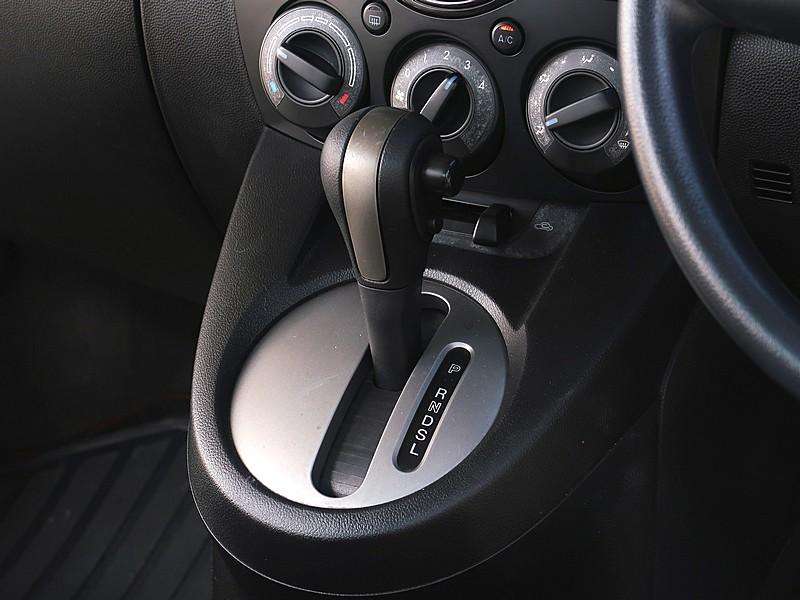 Mazda2 1.5Elegance 2012 full